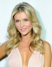 Joanna Krupa looked very feminine and pretty with her wavy 'do at the Q&A with Ann Curry event.