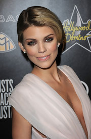 AnnaLynne McCord wore a simple sleek bun to the Pre-Oscar party, which worked well with her elegant dress.