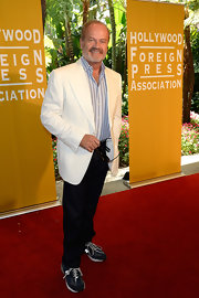 Kelsey Grammer looked dapper in his white blazer, striped button-down, and slacks, but did he really have to wear running shoes?