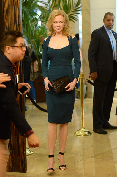 More Pics of Nicole Kidman Medium Wavy Cut (1 of 52) - Medium Wavy Cut Lookbook - StyleBistro