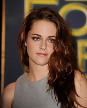 Kristen stuck with her signature messy curls for the Hollywood Foregn Press Association's Award Announcement.