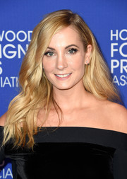 Joanne Froggatt opted for a loose wavy hairstyle when she attended the HFPA Grants Banquet.