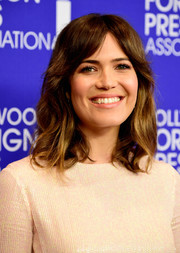 Mandy Moore kept it classic with this shoulder-length wavy hairstyle with parted bangs at the HFPA Grants Banquet.