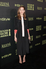 Michelle Monaghan went for minimalist sophistication at the Golden Globe Award season celebration in a long-sleeve tricolor dress by Roksanda.