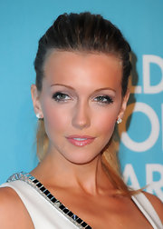 Katie Cassidy added drama to her soft metallic shadow and pink glossy lips with dainty lashes.