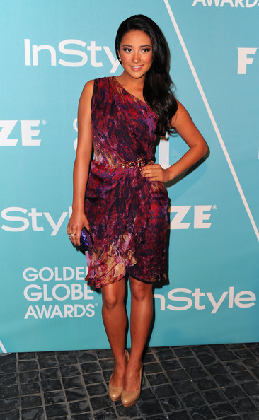 More Pics of Shay Mitchell Hard Case Clutch (1 of 5) - Shay Mitchell Lookbook - StyleBistro
