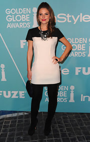 Maria Menounos added a sophisticated touch to her look with a timeless black satin clutch.