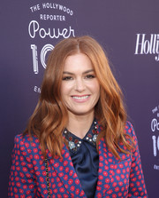 Isla Fisher framed her face with a gently wavy 'do for the Hollywood Reporter's 2017 Women in Entertainment Breakfast.