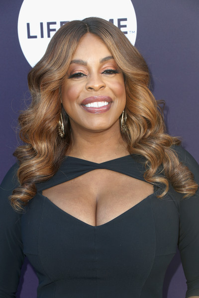 Niecy Nash framed her face with perfectly styled curls for the Hollywood Reporter's 2017 Women in Entertainment Breakfast.