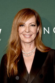 Allison Janney glammed up her suit with layered diamond necklaces by Hearts On Fire.