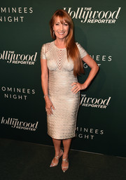 Jane Seymour complemented her dress with a pair of silver cross-strap pumps.