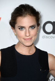 Allison Williams looked breathtaking at the Hollywood Reporter Emmy party with her romantic updo.