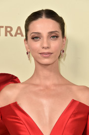 Angela Sarafyan looked elegant with her center-parted chignon at the Hollywood Reporter and SAG-AFTRA Emmy nominees night.