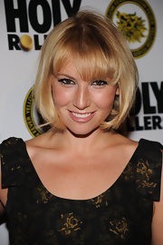 "Actress Ari Graynor showed off her cute bob while walking the red carpet at the ""High Rollers"" premiere."
