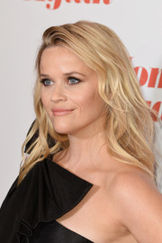 Reese Witherspoon looked beach-glam with her long waves at the special screening of 'Home Again.'