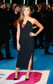 Jennifer Aniston stuck to simple accessories with a pair of black Christian Louboutin pumps at the 'Horrible Bosses 2' UK premiere.