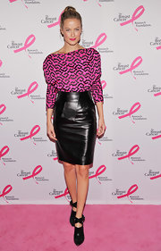 Carolyn Murphy strode the pink carpet in an edgy pair of black leather booties featuring bold ankle straps.