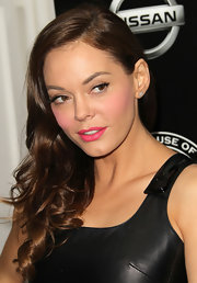 Rose McGowen arrived at the House of Hype's 2011 MTV Video Music Awards with soft pink cheeks and hot fuchsia lips.