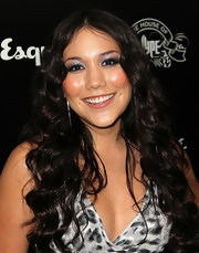 Manika arrived at the House of Hype's 2011 MTV Video Music Awards after party with her long hair cascading over her shoulders in soft waves.