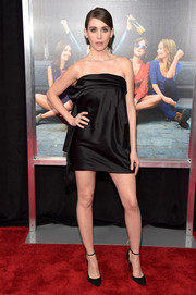 Alison Brie went for a leggy look in a strapless black mini dress by Monse Maison at the New York premiere of 'How to Be Single.'