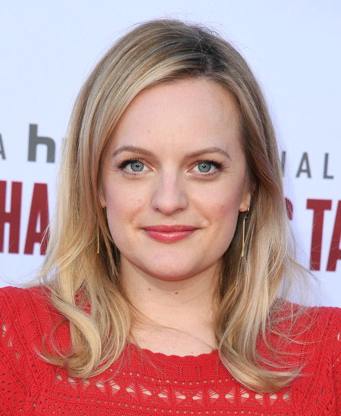 Elisabeth Moss looked oh-so-pretty with her flipped 'do at the 'Handmaid's Tale' season 3 finale celebration.