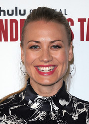 Yvonne Strahovski sported a casual ponytail at the 'Handmaid's Tale' FYC event.