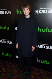 Agyness Deyn sealed off her outfit with a pair of black leather sneakers.