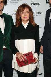 For a splash of color, Susan Sarandon accessorized with a red snakeskin print clutch.