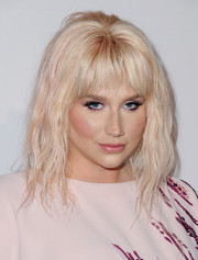 Kesha styled her hair into a very loose ponytail for the Humane Society of the United States' To The Rescue Gala.