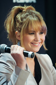 Jennifer Lawrence promoted 'The Hunger Games' at a mall in Plantation, FL wearing her hair in a high wrapped ponytail.