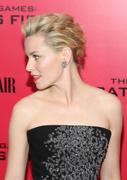 Elizabeth Banks wore an edgy-glam braided updo to the 'Catching Fire' NYC premiere.