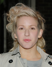 Ellie showed off her mid-length blonde curls while attending a fundraising gala. She swept her curls to one side to highlight her half shaven head.