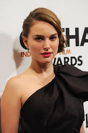 Natalie Portman added a pop of color to her one-shoulder dress with red lipstick.