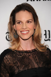 Hilary Swank paired her lace clad dress with gorgeous rose cut diamond drop earrings.