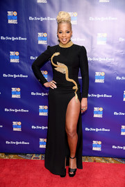 Mary J. Blige flaunted plenty of leg in a high-slit black Temraza gown with gold embroidery at the 2017 Gotham Independent Film Awards.
