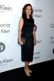 Joana Vicente rocked a black and blue sheath dress for a sleek and sophisticated look.