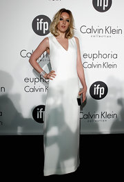 Ludivine Sagnier defined minimalism at the Women in Film celebration wearing this white v-neck shift dress.