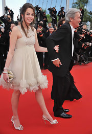 Miss Delon looked lovely in a light and airy, neutral ensemble, completed by a pair of satin, bow-embellished slingbacks.