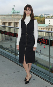 Felicity Jones pulled her simple outfit together with a pair of black kitten-heeled mules.