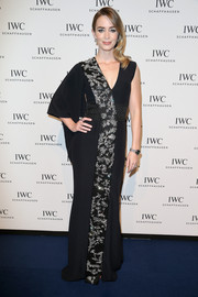 Emily Blunt made our hearts skip a beat with this kimono-goes-modern Alexander McQueen gown she wore to the IWC gala, featuring a single sleeve and stunning crystal embellishments down the front.