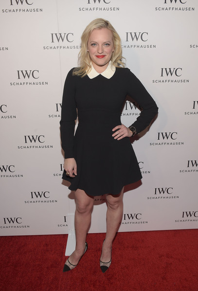 Elisabeth Moss paired her dress with monochrome cap-toe pumps by Kurt Geiger.