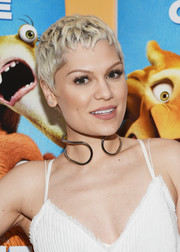 Jessie J topped off her look with an open-ended sterling choker.