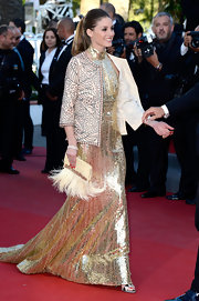 Olivia chose this Art Deco-inspired patterned blazer to add her signature touch to her gold Roberto Cavalli gown.