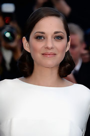 To keep her look simple and chic, Marion Cotillard stuck to a pink lip gloss with some sexy shine!
