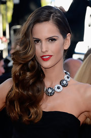 Izabel Goulart's long dark tresses simply cascading into curls, giving her a totally glam look!