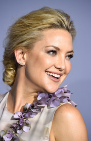 Kate Hudson rocked three diamond studs on one ear lobe at the 2015 InStyle Awards.
