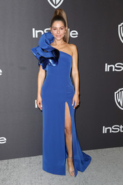 Maria Menounos got glam in a cobalt one-shoulder gown with ruffle detailing for the InStyle and Warner Bros. Golden Globes after-party.