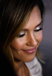 Jessica Alba sported shimmery silver lids at the Impact Awards dinner.