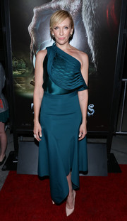 Toni Collette looked effortlessly chic at the 'Krampus' screening in a teal Dion Lee one-shoulder top accented with a net overlay.