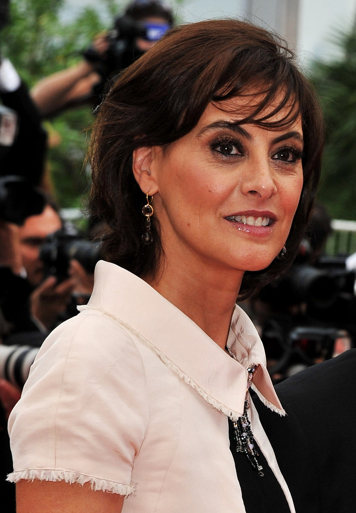 ines de la fressange dangle decorative earrings ines de la fressange looks stylebistro. Black Bedroom Furniture Sets. Home Design Ideas
